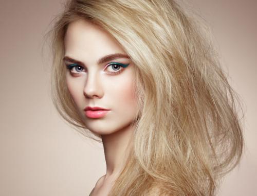 ¿Puedo decolorar sobre cabello teñido?