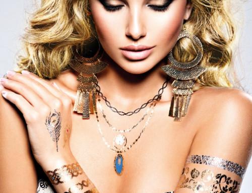 ¿Llevas joyas o tatuajes?